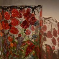 joy-de-rohan-chabot-verres-peints-rouge-fleur
